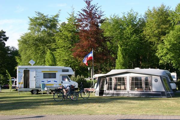 Emplacement - Emplacement + Voiture - KNAUS Campingpark Elbtalaue/Bleckede