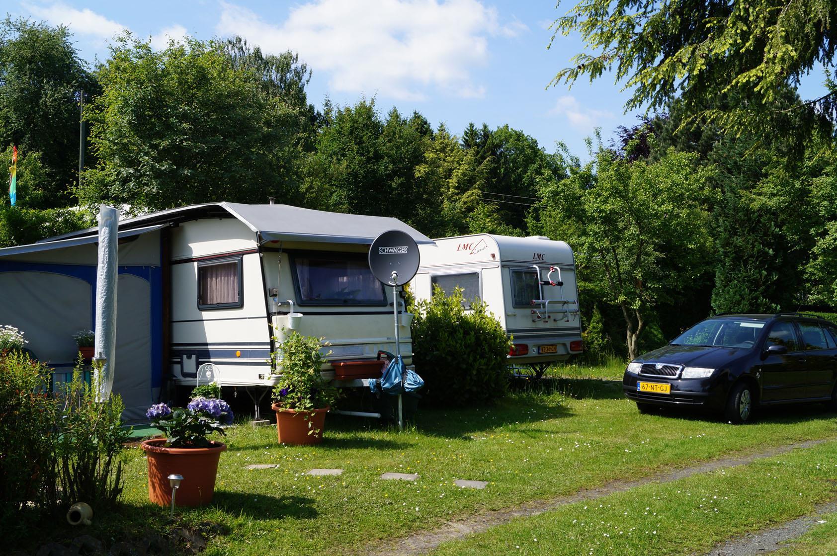Stellplatz für Wohnwagen oder großes Zelt inkl. Pkw