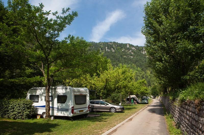 Stellplatz: Auto + Zelt/Wohnwagen oder Wohnmobil + Strom