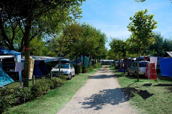 Emplacement - Emplacement  Aplus (Premier Rang) + 1 Voiture + Tente Ou Caravane + Électricité 10A + Digital Tv + Raccordement Eau Courante / Évacuation - Camping San Marco