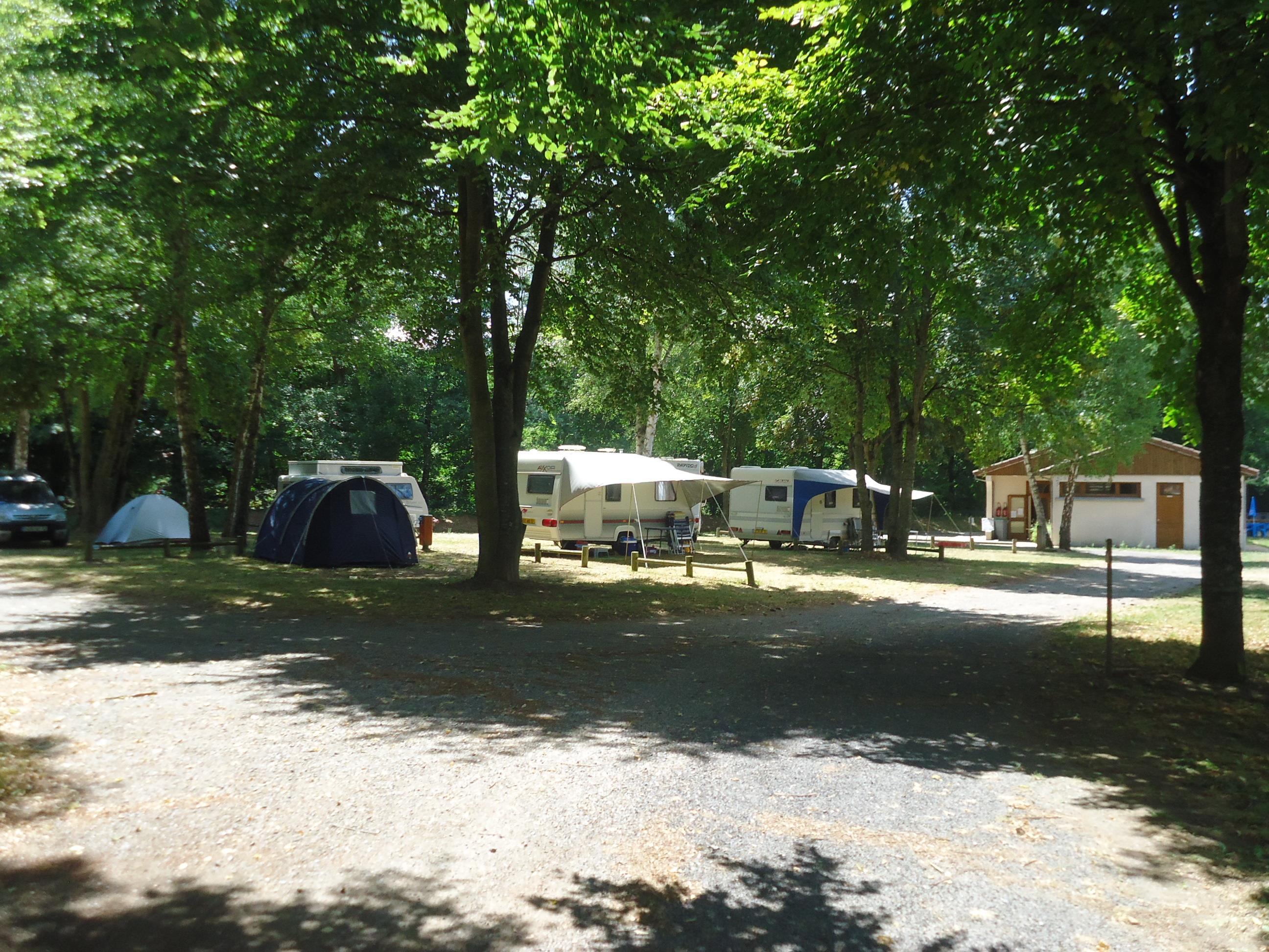 Camping des Prairies d'Auvergne, Sauxillanges, Puy-de-Dôme