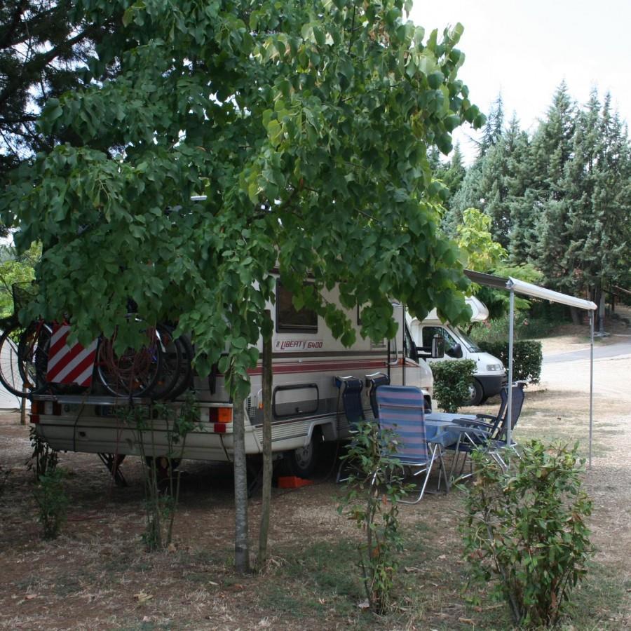 Emplacement - Emplacement : Camping-Car + Électricité 6A - Happy Camping