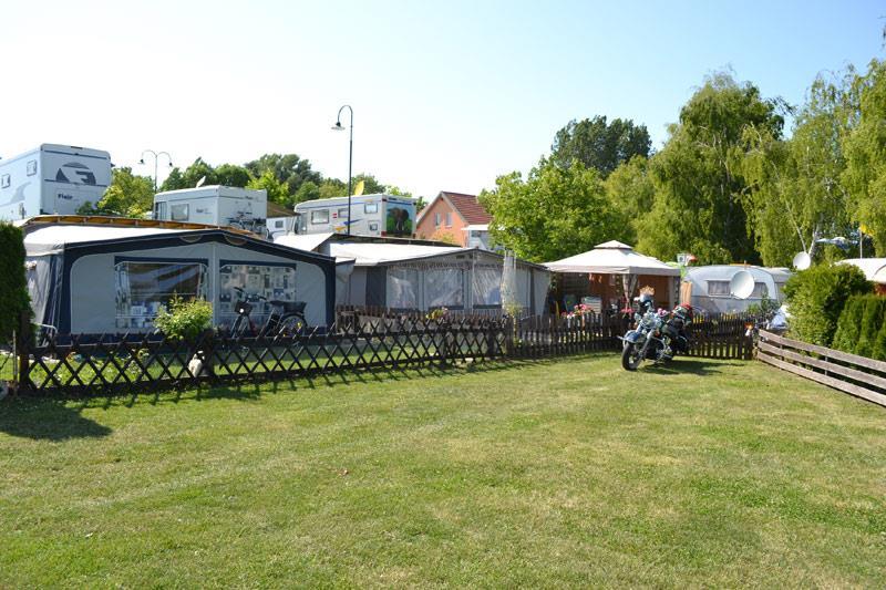 Stellplatz Wohnwagen / Wohnmobil