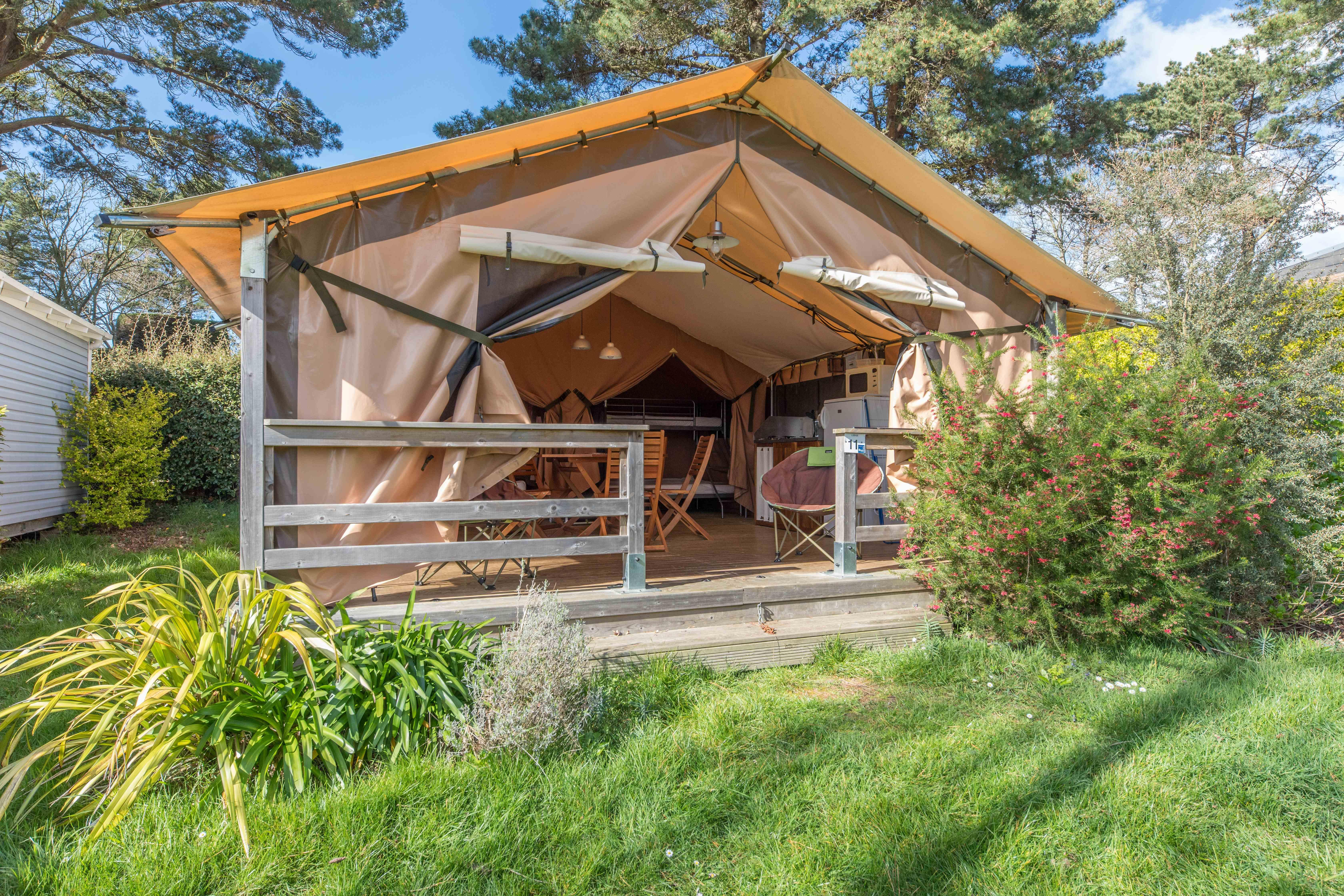 Accommodation - Tent Lodge Victoria Confort Insolite 30M² (2 Bedrooms) + Covered Terrace - Camping Paradis Les Capucines