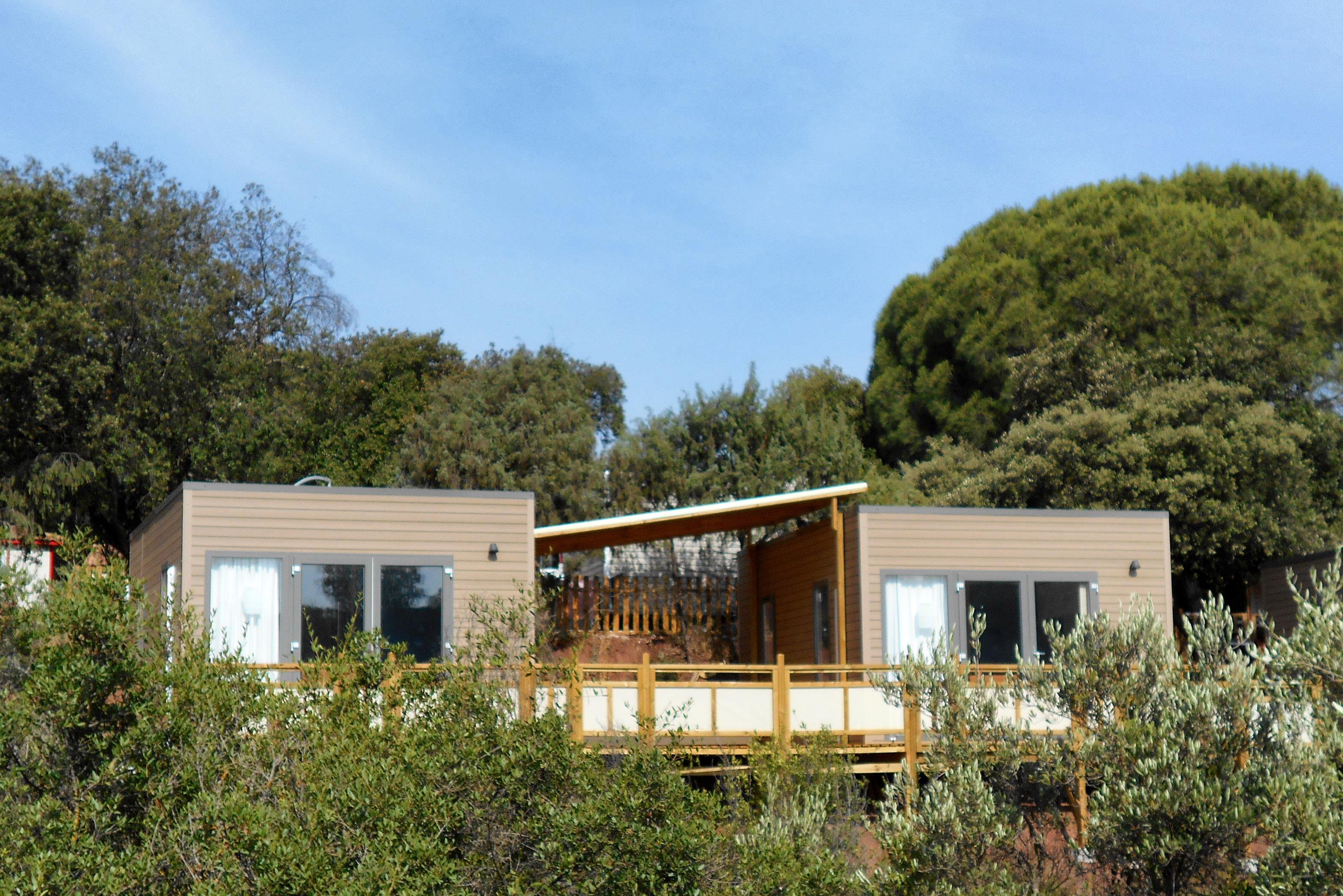 Location - Mobil Homes Duo Oceanie : 2 Tennessy Indépendants Avec Terrasse Reliée + 1 Place Pour 1 Véhicule - Camping Les Cigales