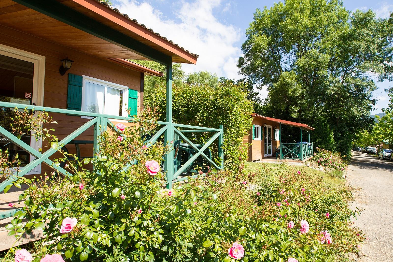 Location - Chalet Confort Rouge 35M² 2Ch. – 4+1Pers. - Ardèche Camping