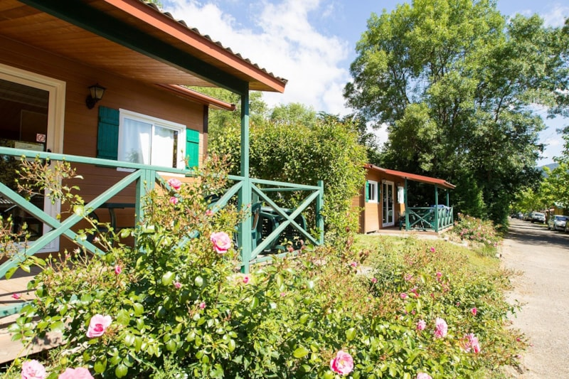 Chalet Confort ROUGE 35m² 2ch. – 4+1pers. - Ardèche Camping