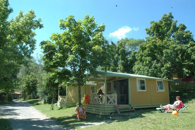 Chalet Confort JAUNE 25m² 2ch. – 4+1pers. - Ardèche Camping
