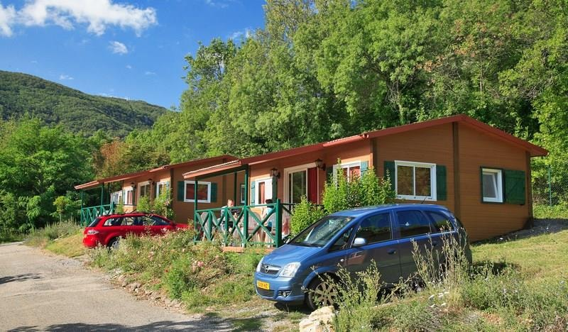 Chalet Confort ROUGE 35m² 2ch. – 4+1pers. (2/9)