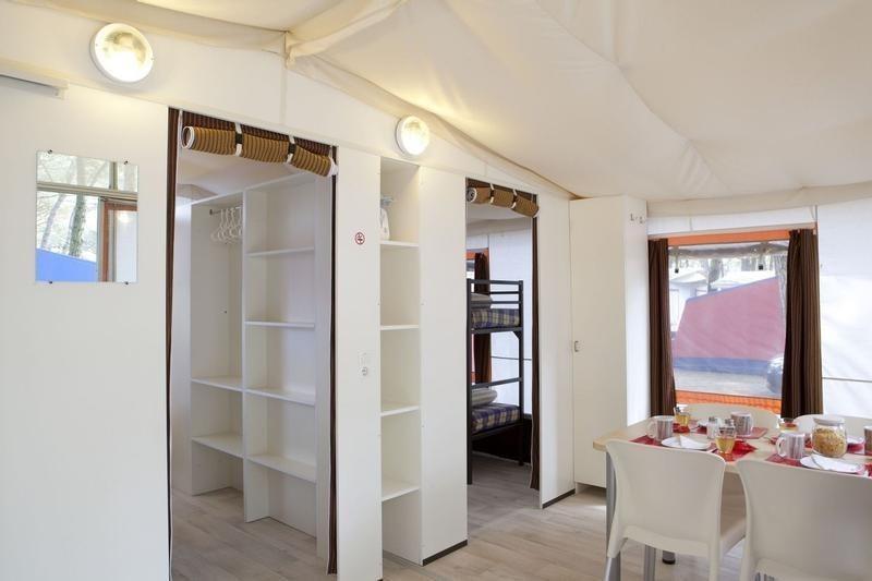 Tente Lodge 27m² 2ch. – 5pers. (2/9)