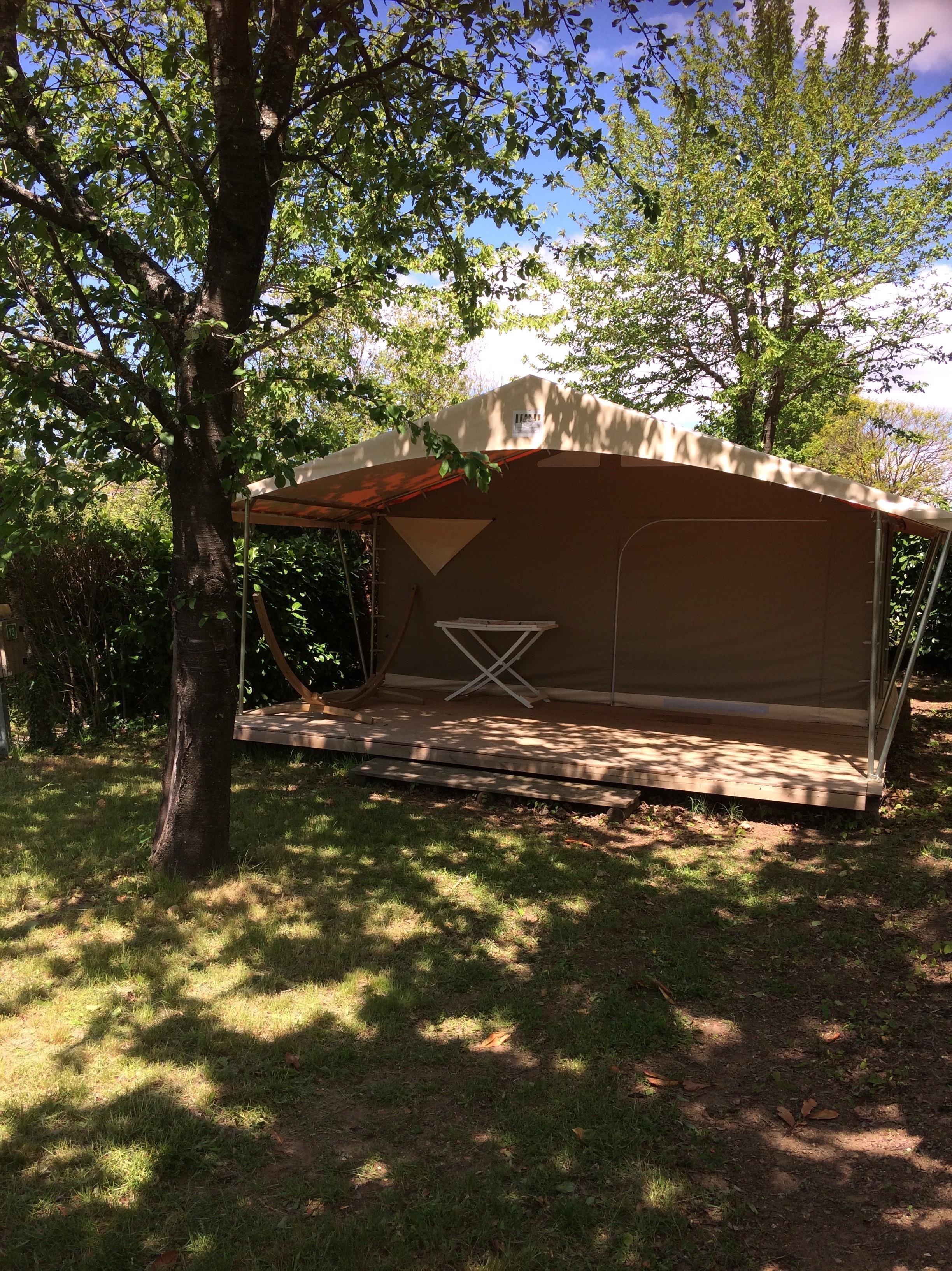 Location - Tente Lodge Canada Sans Sanitaires 4 Personnes 2 Chambres + 1 Hamac - Camping Sites et Paysages L'Oasis