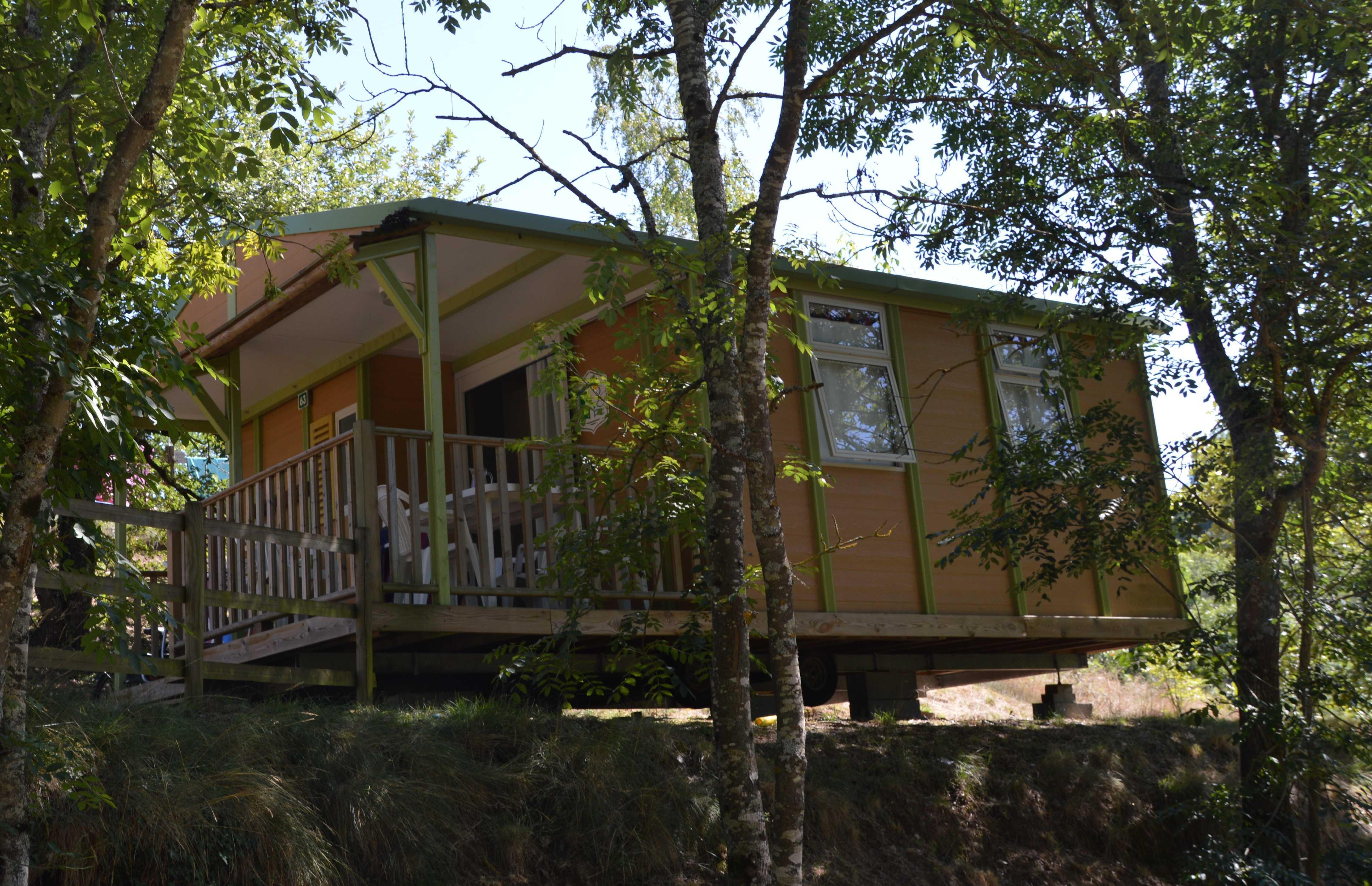 Location - Chalet Club Avec Sanitaires 5 Personnes / 2 Chambres / Terrasse Couverte - Camping Sites et Paysages L'Oasis