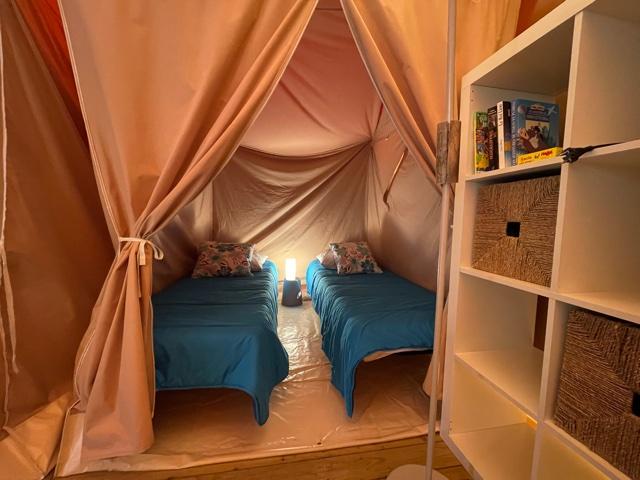Location - Bungalow Toile Lodge Vivarais Bord De Rivière Sans Sanitaires - 2 Chambres - 1 Hamac - Camping Sites et Paysages L'Oasis