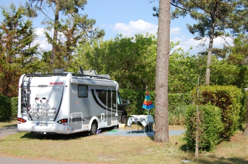 Emplacement - Emplacement + 1 Voiture + 1 Tente Ou 1 Voiture + 1 Caravane Ou 1 Camping-Car - Airotel Club Marina Landes