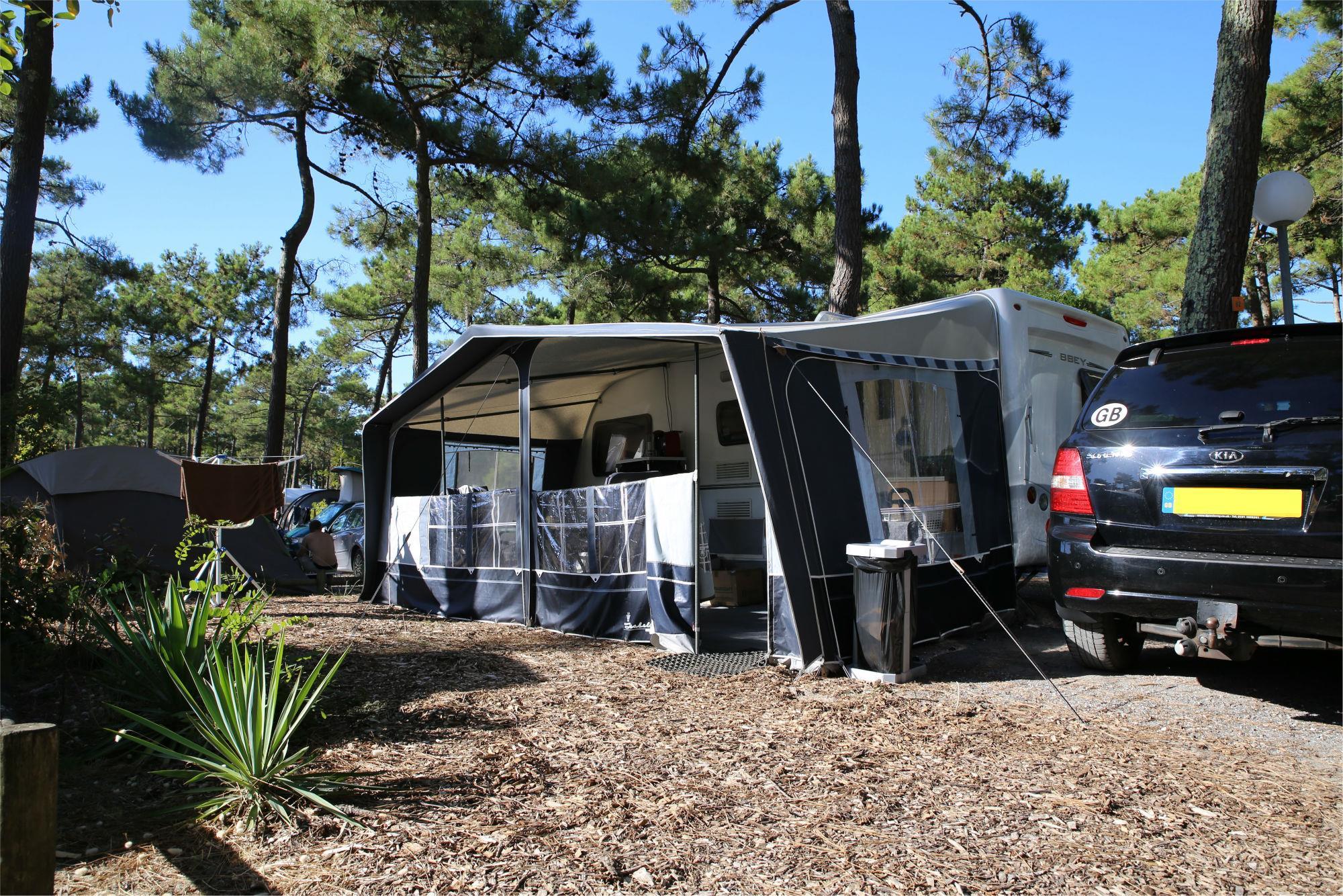 Emplacement - Emplacement + 1 Voiture + Tente, Caravane Ou Camping-Car + Électricité - Camping Airotel l'Océan