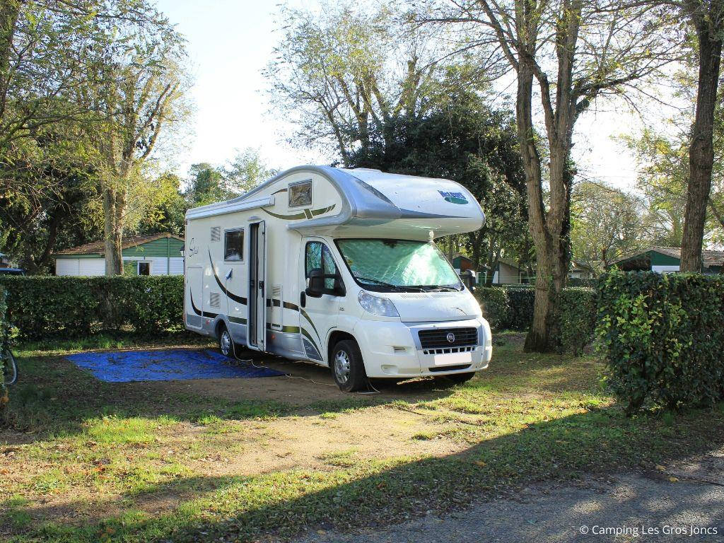 Emplacement - Emplacement + Voiture - Camping Les Gros Joncs