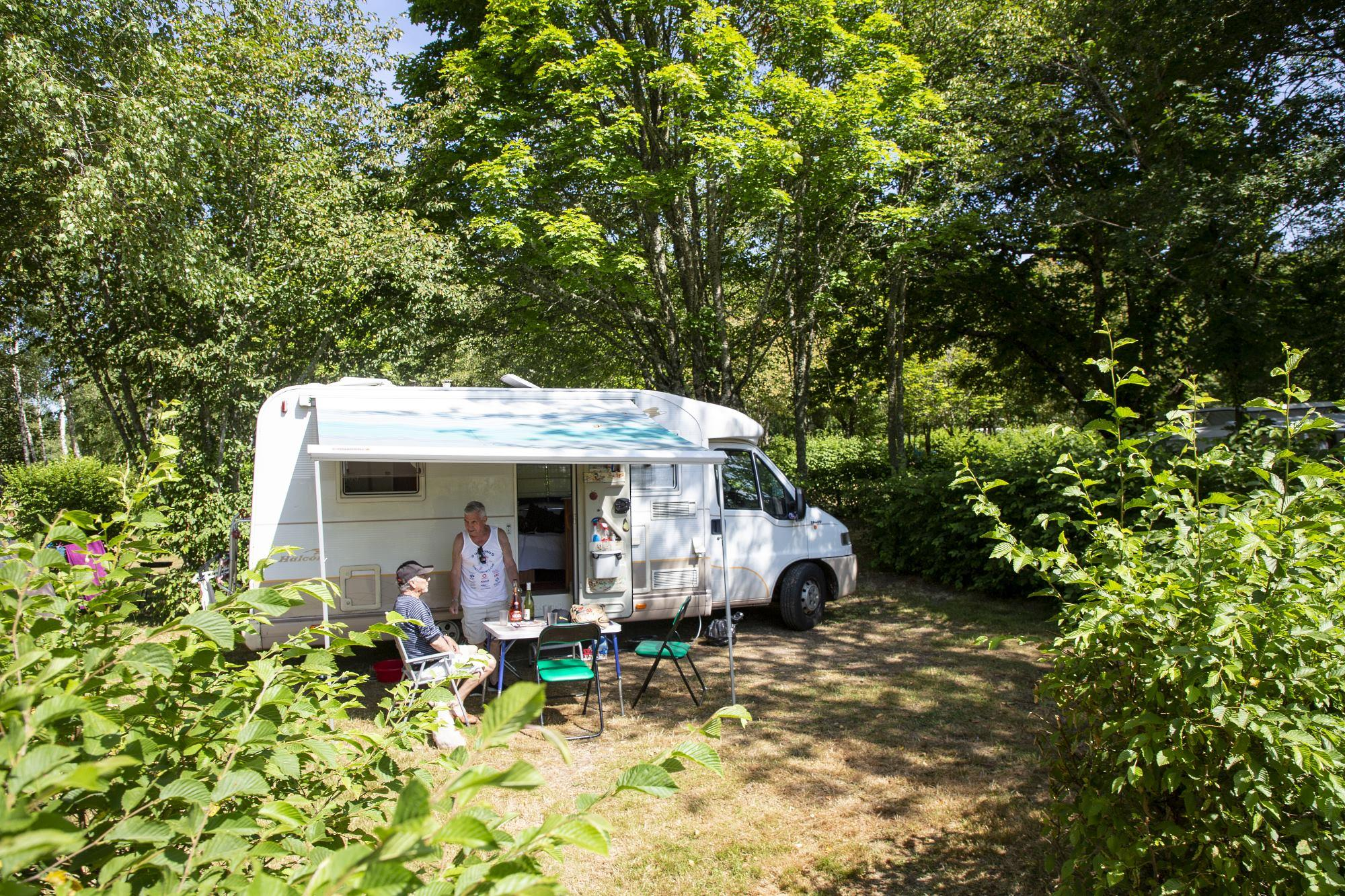 Emplacement - Forfait Confort, Avec Électricité - Camping de Fréaudour