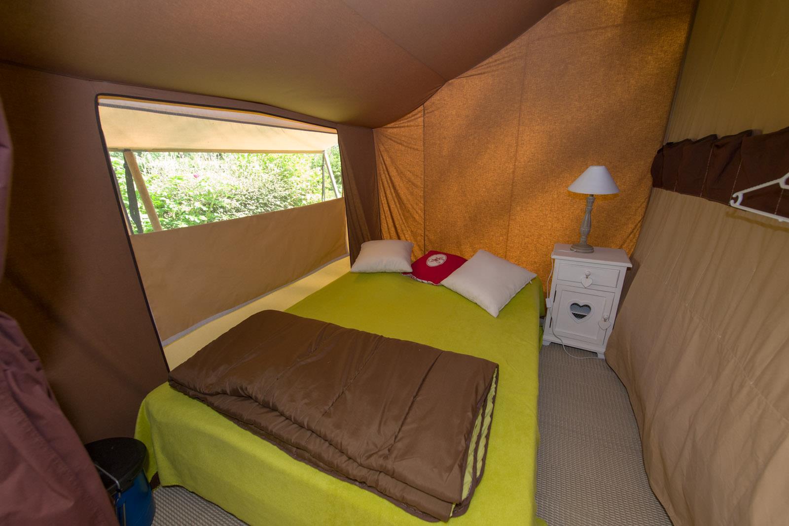 Location - Tente Cotton Lodge 20M² (2 Chambres) - Sans Sanitaires Privatifs - Camping Sites et Paysages Domaine de L'Étang
