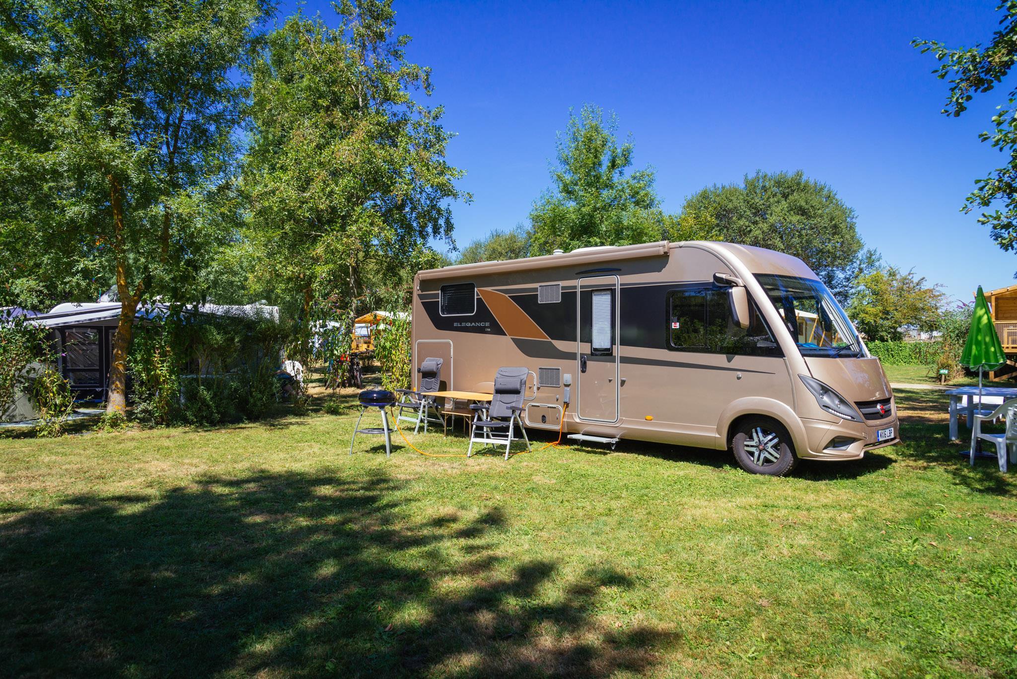 Emplacement - Emplacement Grand Confort : Electricité, Drainage Et Point Eau - Camping Sites et Paysages Domaine de L'Étang