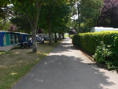 Emplacement - Emplacement + Voiture + Douches Chaudes + Électricité 6A - Camping International Le Raguenès Plage