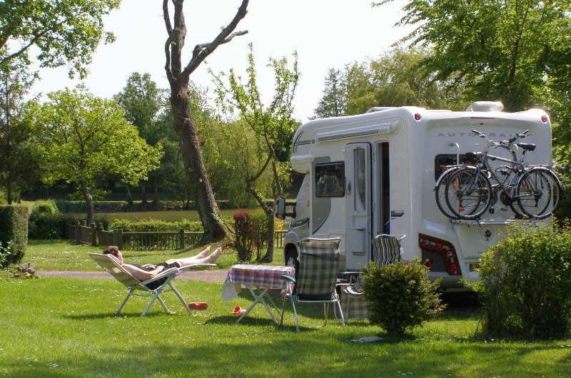 Emplacement - Emplacement Stabilisé Pour Camping Car - - Camping L'Étang des Haizes