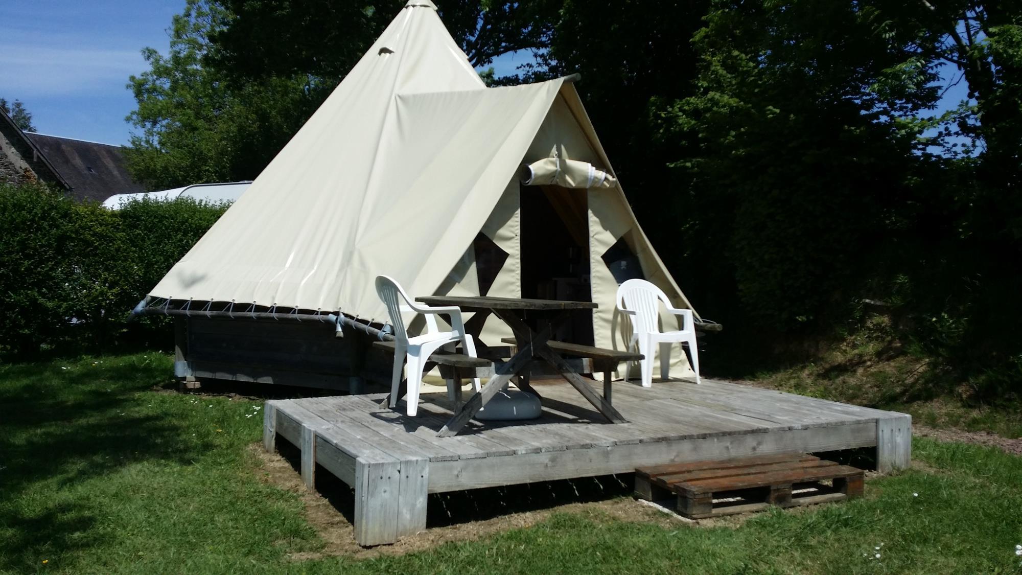 Location - Tente Tipi - 2 Chambres - Sans Sanitaires - - Camping L'Étang des Haizes