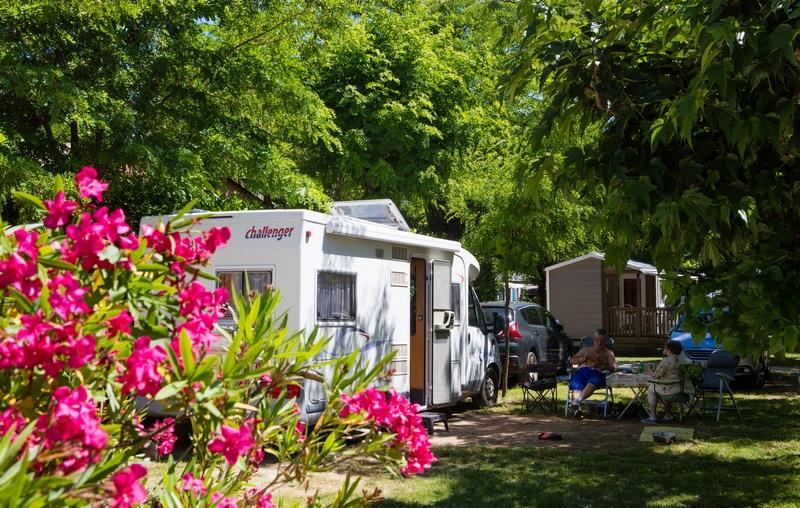 Pitch - Grand Confort Package: Pitch + Electricity + Water And Drainage Point - Camping La Nouzarède
