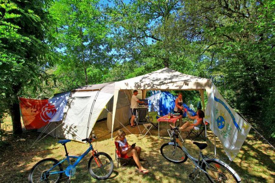 Forfait CONFORT : Tarif 1 à 2 pers. + 1 voiture + 1 tente ou 1 caravane + électricité + eau