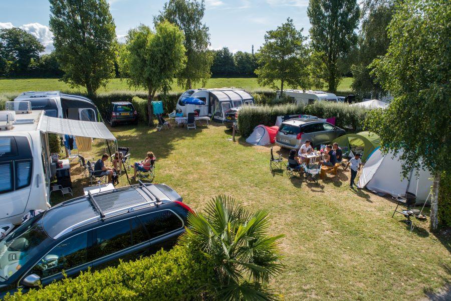 Emplacement - Emplacement Camping 1 Ou 2 Pers. + Électricité + 1 Véhicule - Camping de la Piscine