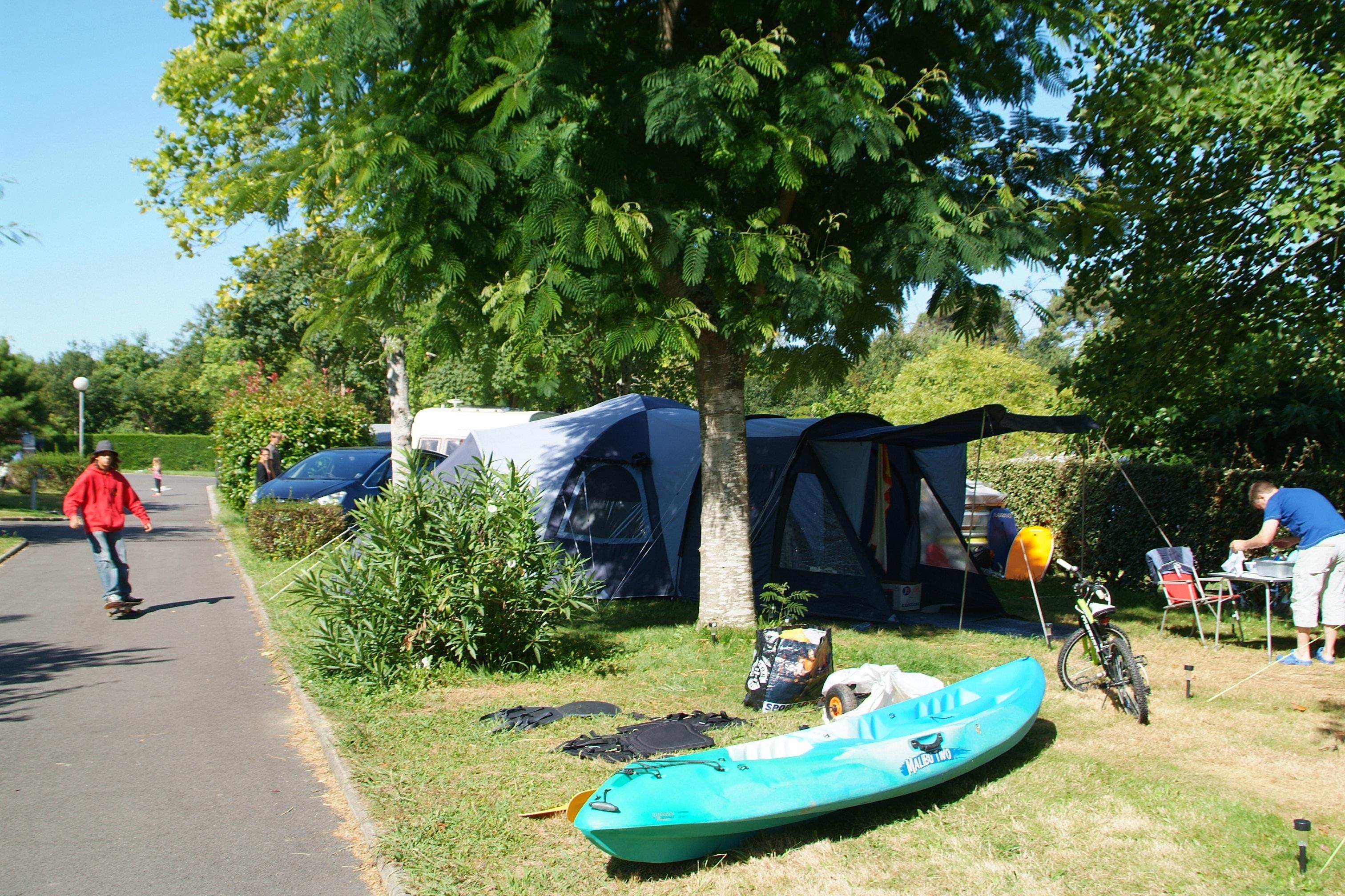 Emplacement - Emplacement Family Avec Électricité - Camping Sites et Paysages Lou P'tit Poun