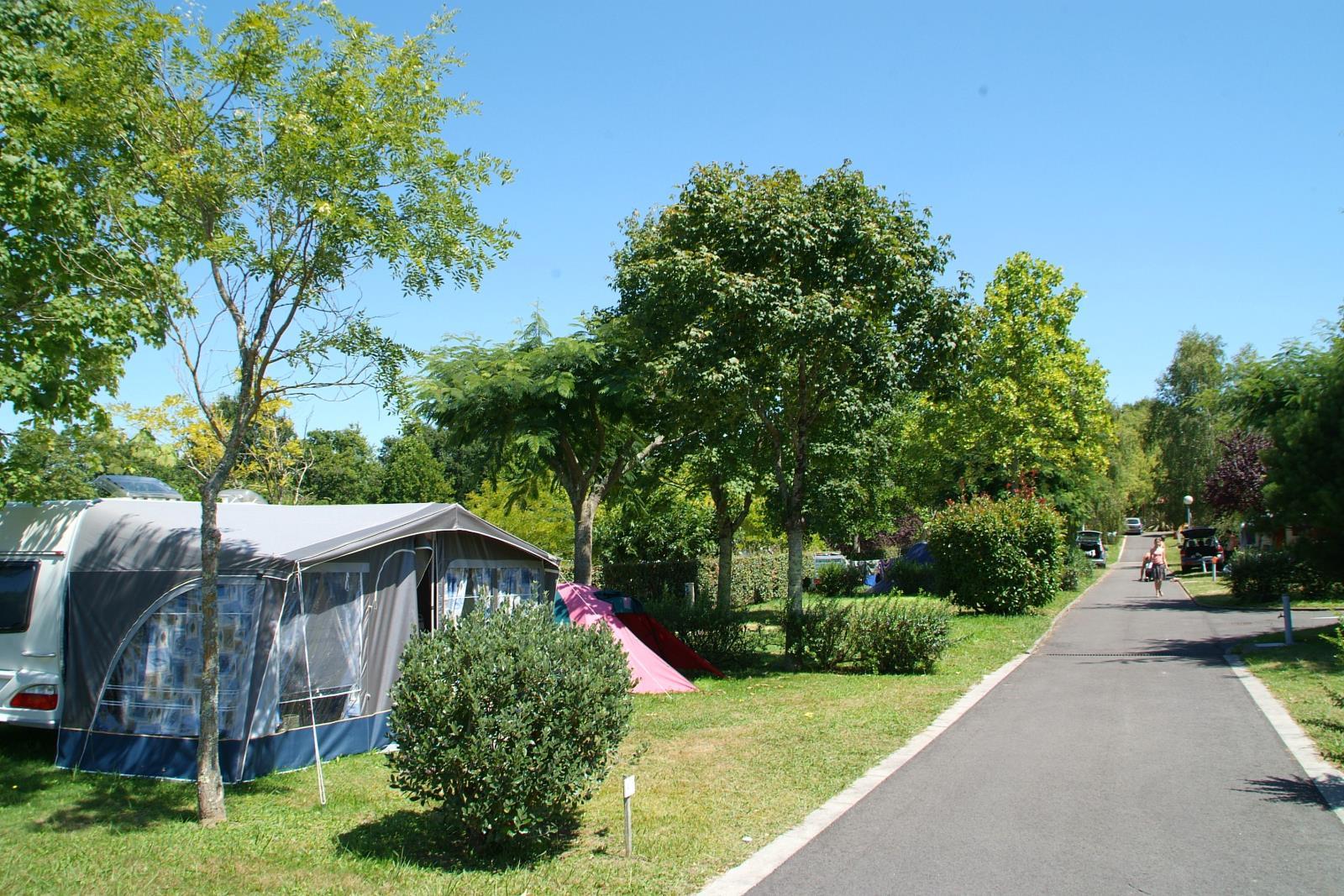 Emplacement - Emplacement Grand Confort Avec Électricité - Camping Sites et Paysages Lou P'tit Poun
