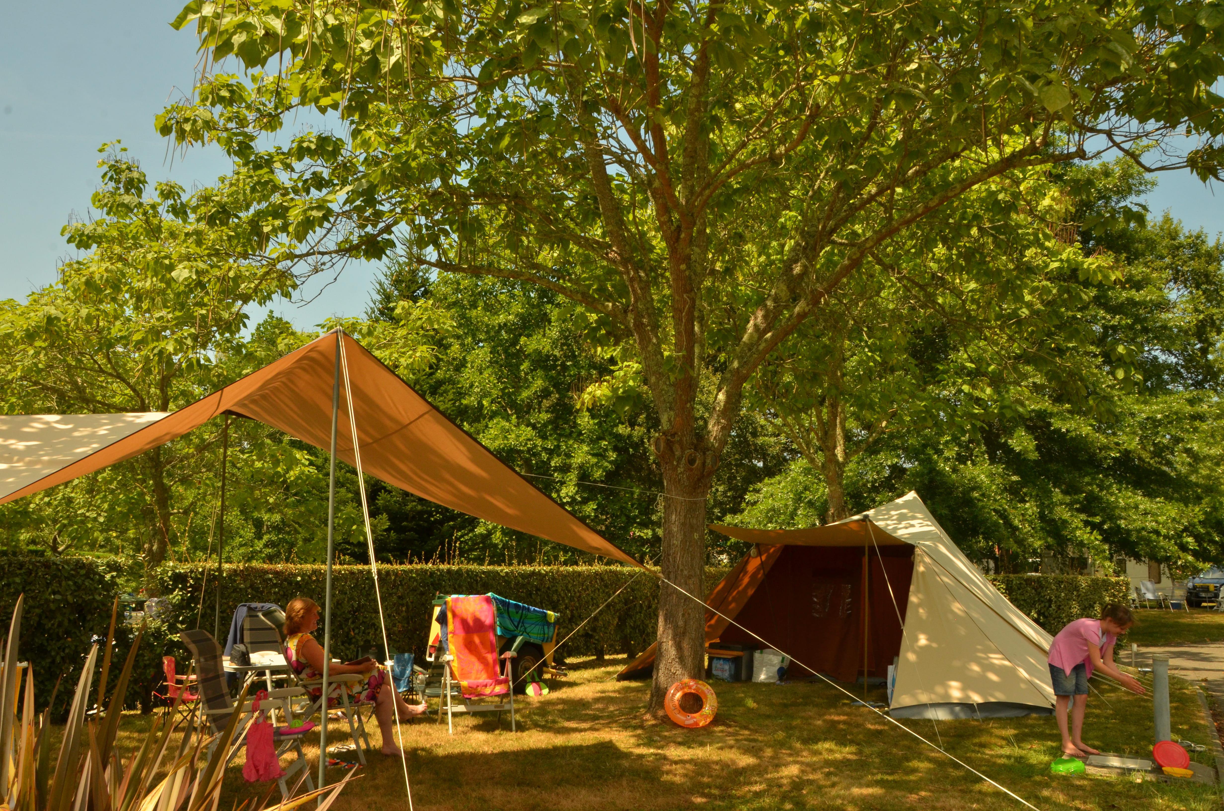 Emplacement - Emplacement Confort Avec Électricité - Camping Sites et Paysages Lou P'tit Poun