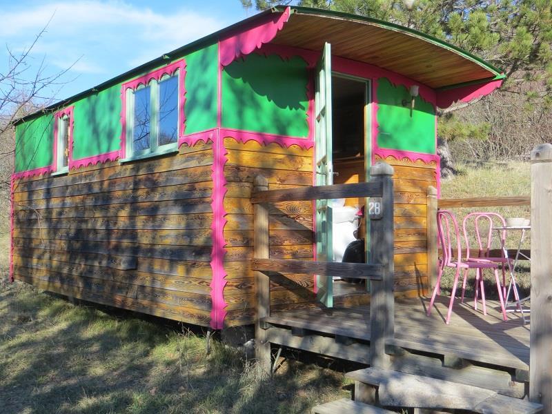 Location - Roulotte 15M² Sans Sanitaires - Camping Domaine Naturiste des Lauzons