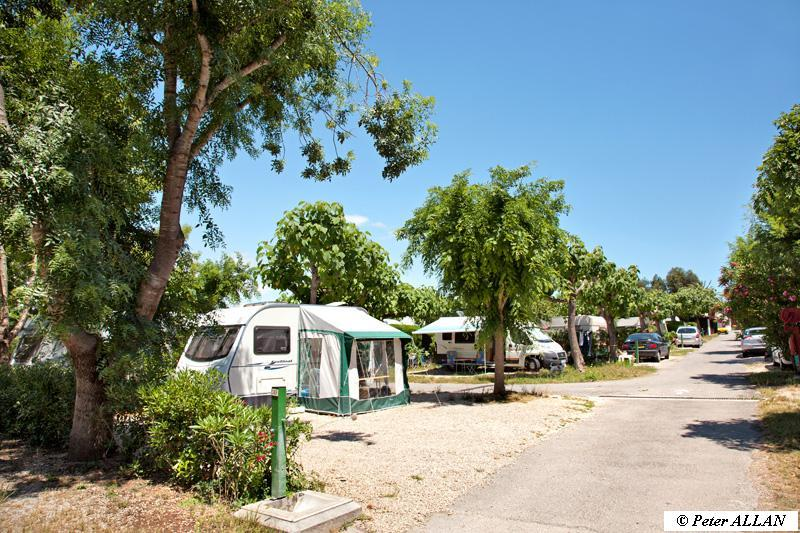 Emplacement Cat. 4 (100 m²)  1  camping-car OU 1 caravane avec 1 voiture