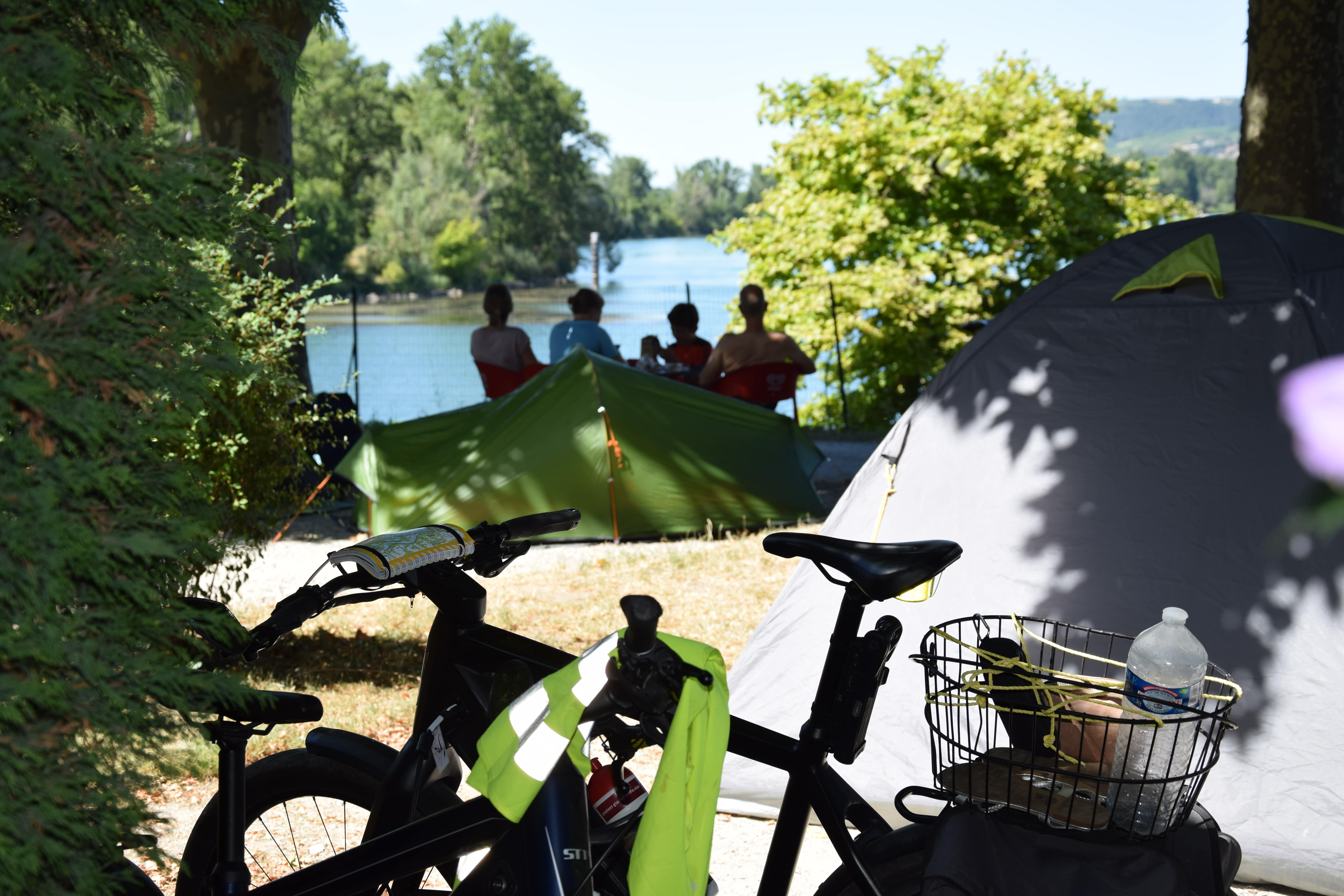 Pitch - Pitch Tent (Without Car) - Bicycle Or Motorbike - 1 Pers - Camping Le Rhône