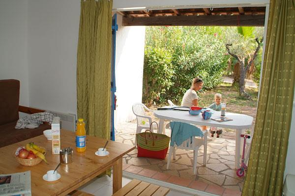 Location - Gîte Bastidon 55 M² -  2 Chambres - Adapté Aux Personnes À Mobilité Réduite - Camping La Baume La Palmeraie
