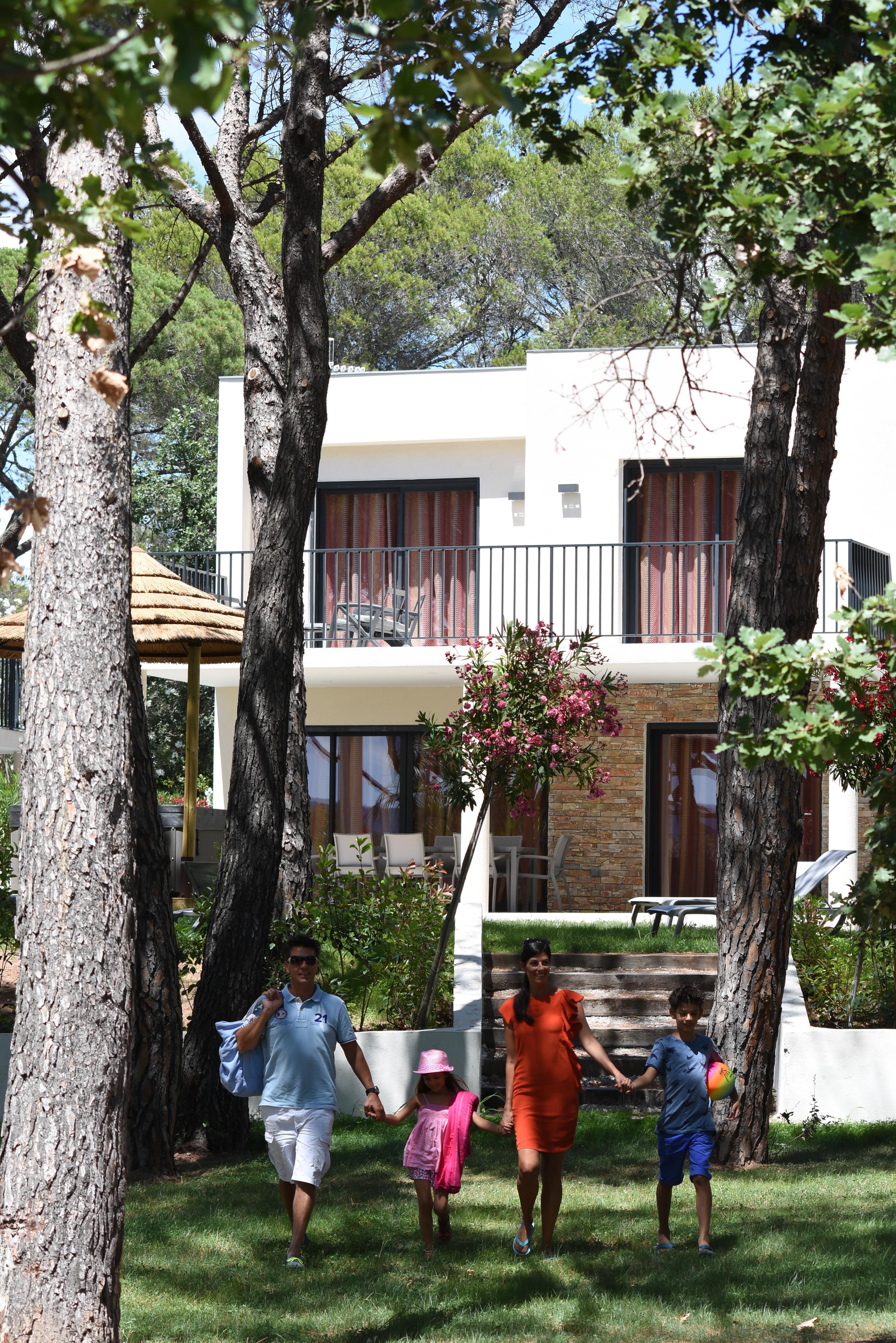 Location - Villa Ilot Couleur 3 Chambres - Camping La Baume La Palmeraie