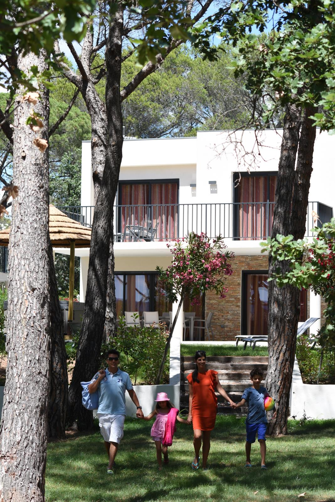 Location - Villa Ilot Couleur 4 Chambres - Camping La Baume La Palmeraie