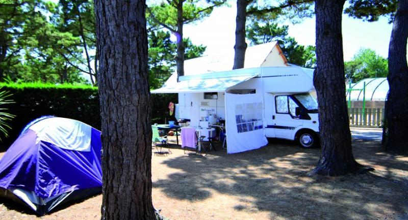 Emplacement - Emplacement Grand Confort Avec Életricité (10A) - Camping Le Moténo