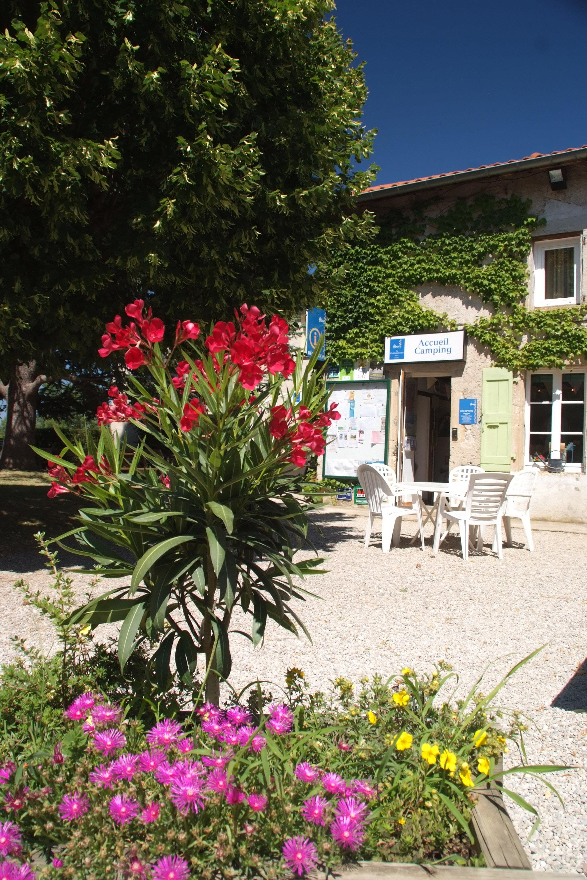 Services Flower Camping La Chataigneraie - Anneyron