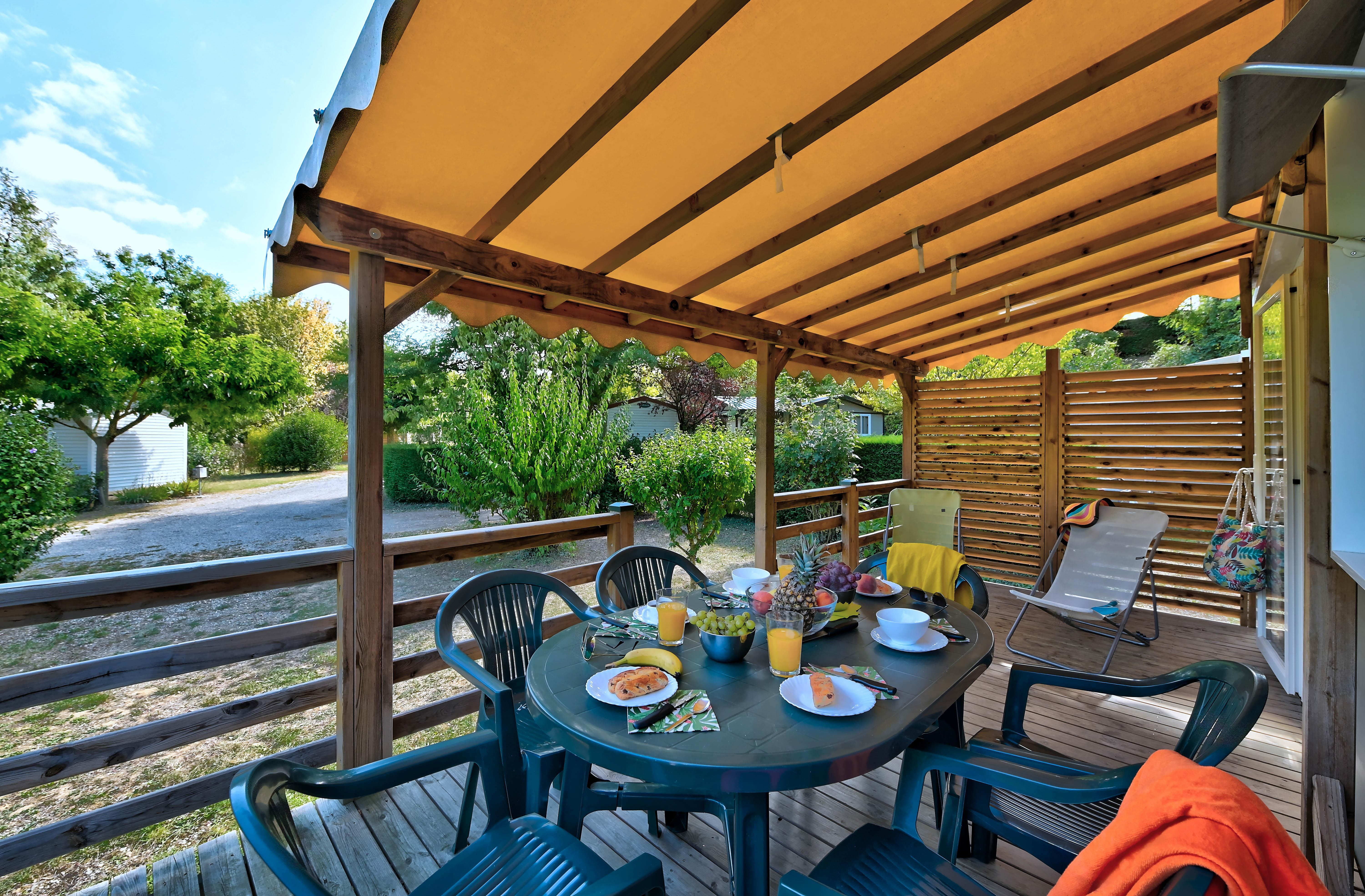 Accommodation - Mobile Home Premium 31M² (Wash Dishes + Tv) + 31M² (3 Bedrooms) + Covered Terrace - Flower Camping La Chataigneraie