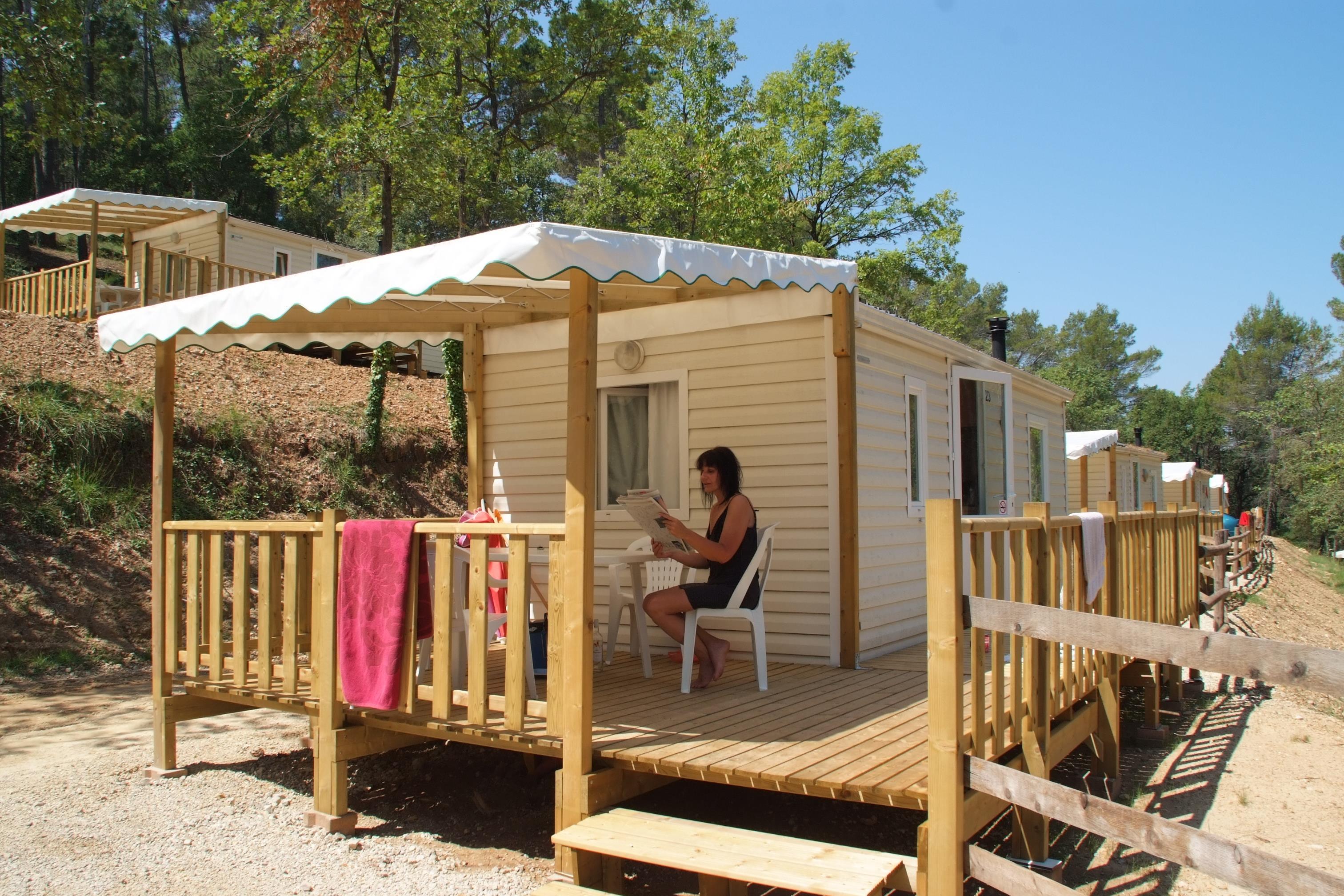Location - Pitchoun - 2 Chambres - 18.5 M² - Relooké En 2020 - Avec Sanitaire + Terrasse (20) - Camping Club Le Ruou