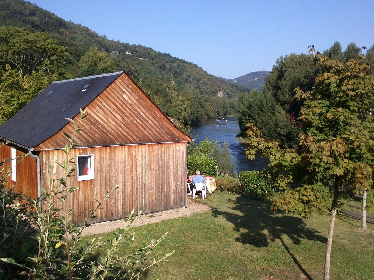 Accommodation - Chalet 32M² / 2 Bedrooms + Sheltered Terrace (Tv + Wifi) - Camping Qualité le Val de Saures