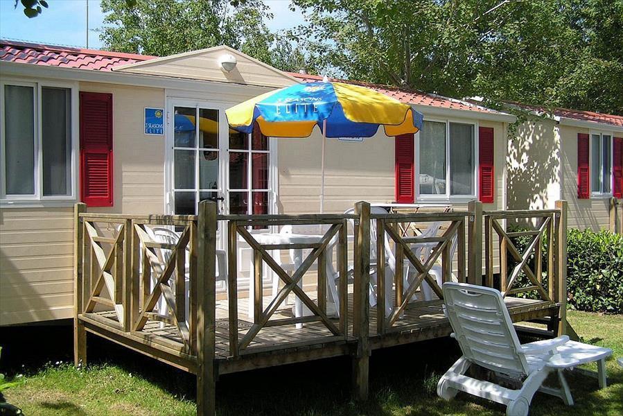 Casa Mobile DELUXE (aria condizionata inclusa) 26 m² - 5 Posti Letto + 1 persona extra nella zona giorno - TERRAZZINO in legno - 1 bagno