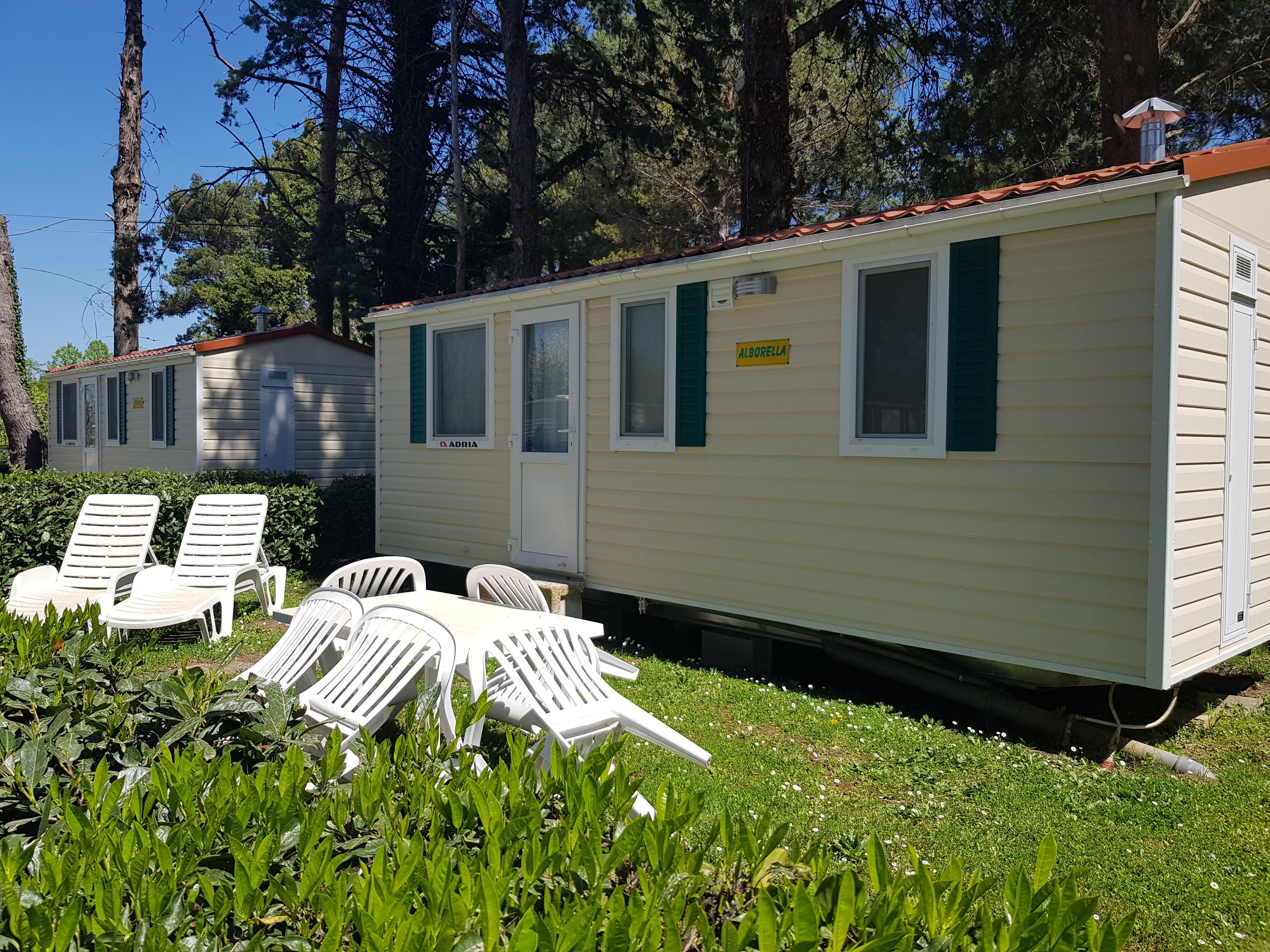 Casa Mobile DELUXE (aria condizionata inclusa) 21 m² - 4 posti letto + 1 persona extra nella zona giorno - 1 bagno - giardino