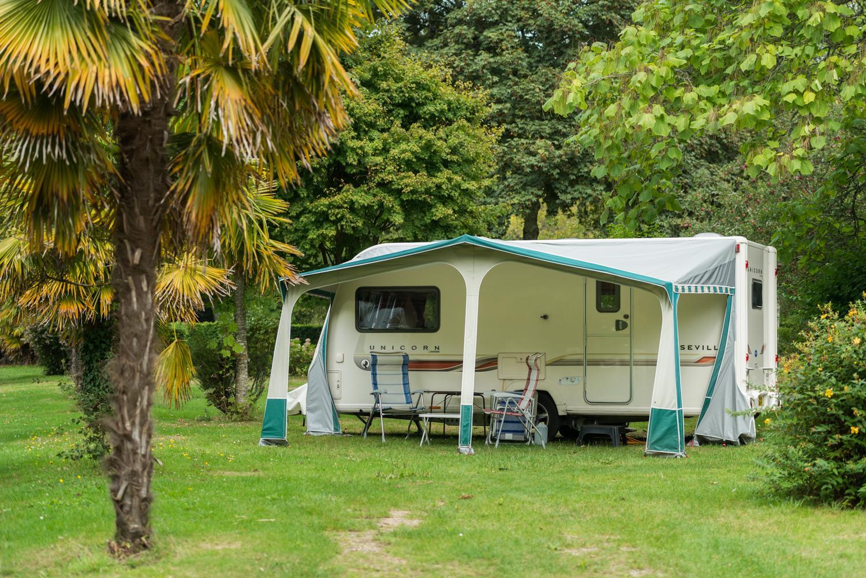 Emplacement - Emplacement Classique Supérieur - 120-140M² - Electricité 10 A - Eau À Proximité - 1 Vehicule - Camping Castel L'Orangerie de Lanniron