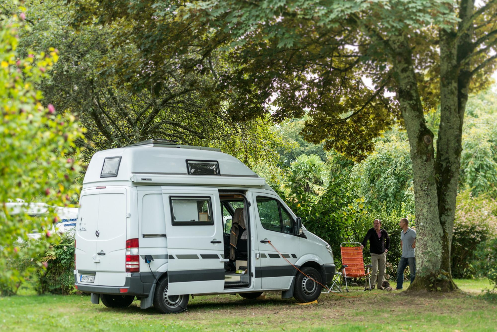 Emplacement - Emplacement Classique - Électricité 10A - 1 Véhicule - Eau À Proximité - Camping Castel L'Orangerie de Lanniron