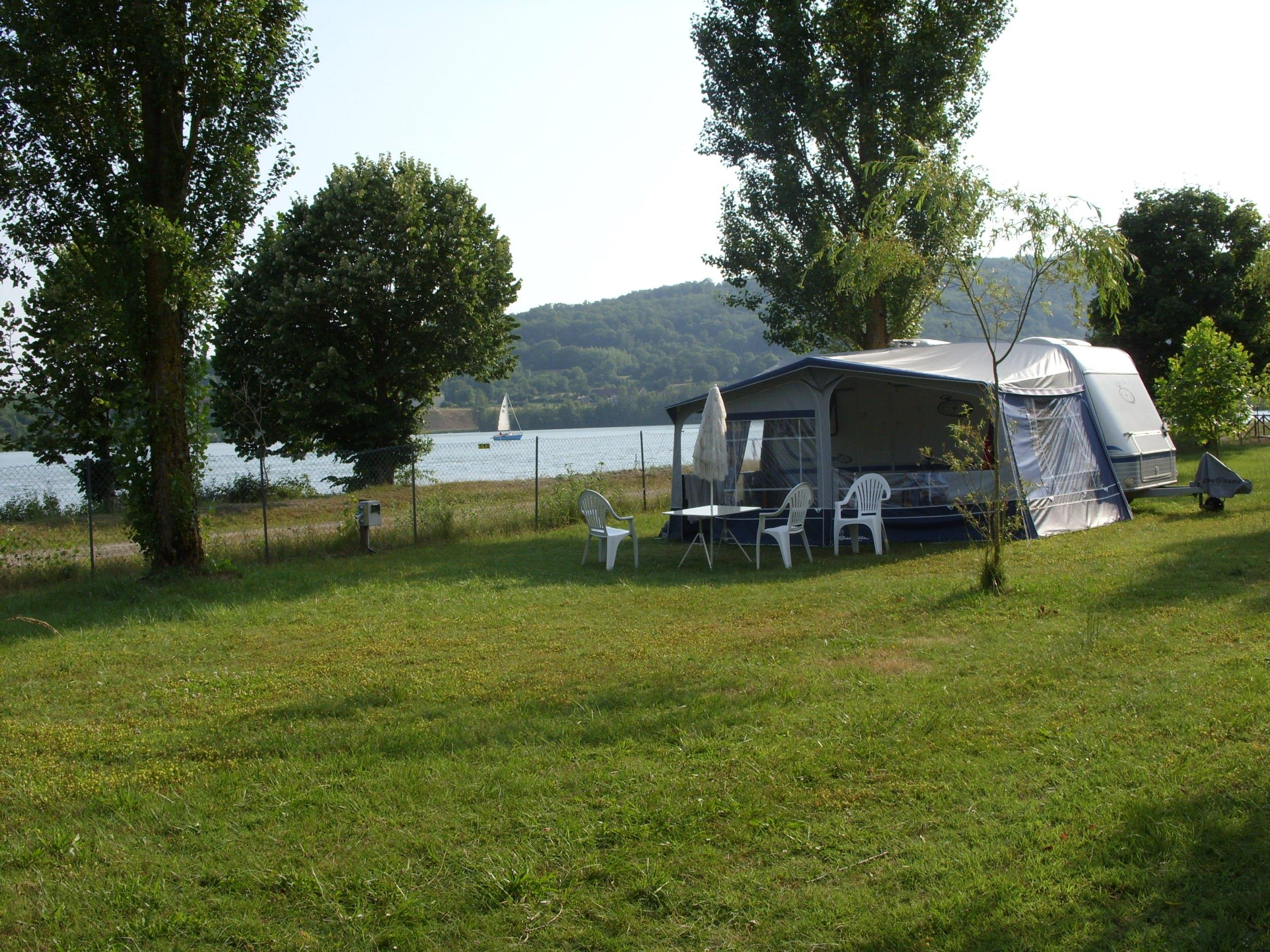 Pitch - Package Privilège, By The River, With Electricity 6A - Camping Ile de la Comtesse