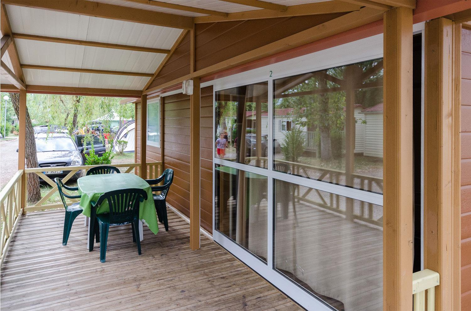 Accommodation - Chalet Croisière Wheelchair Friendly 2 Bedrooms - Camping Ile de la Comtesse