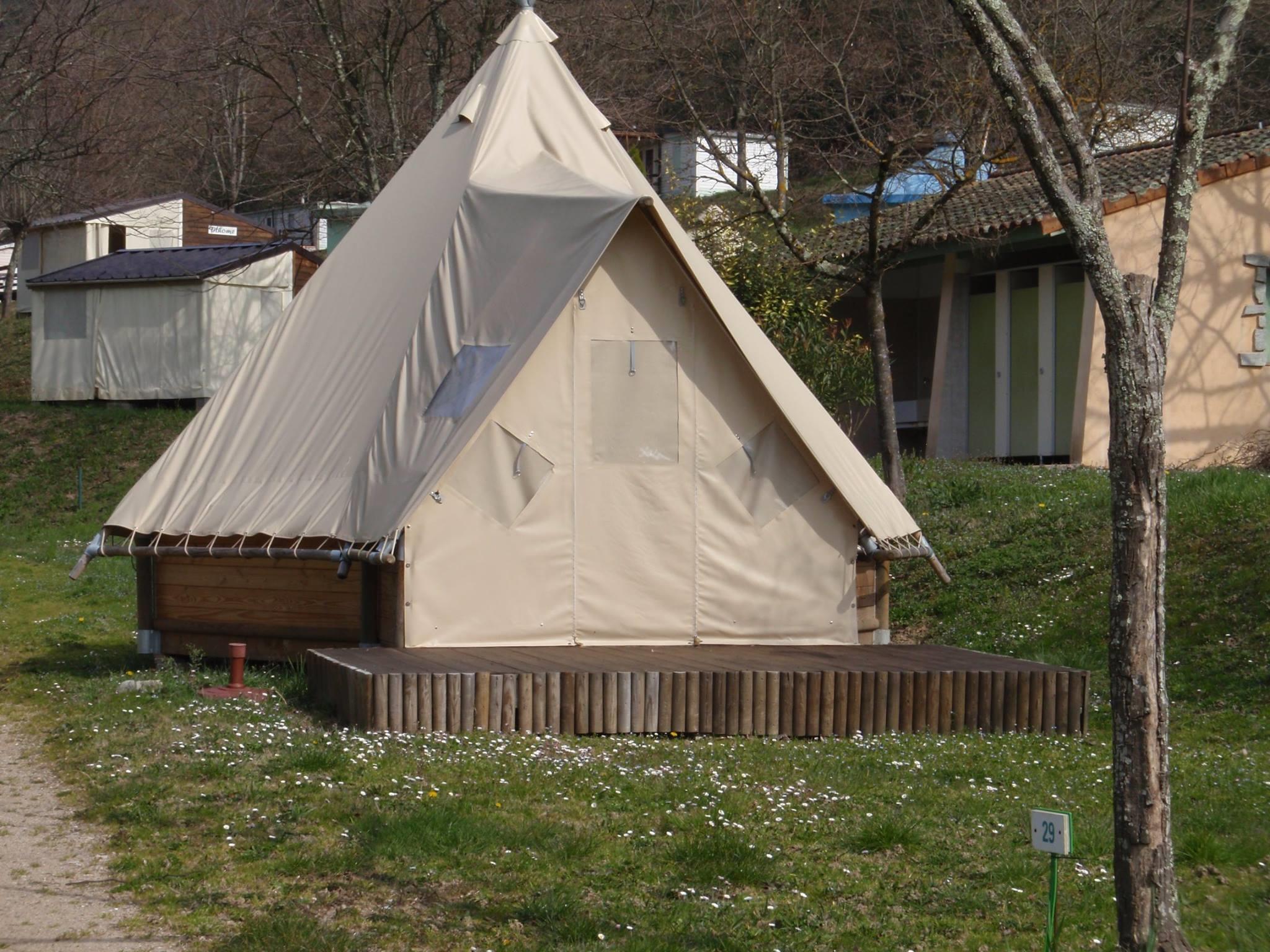 Location - Tipi Toile Et Bois 18M² 2 Chambres Bord Rivière - Camping Mas de Champel